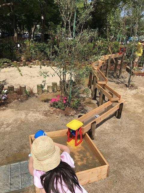 「ボーネルンドプレイヴィル大阪城公園」水を流せる遊具