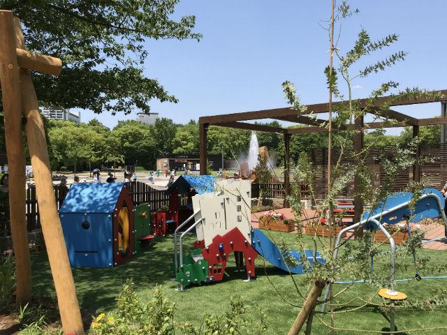 「ボーネルンドプレイヴィル大阪城公園」幼児向けの屋外遊具