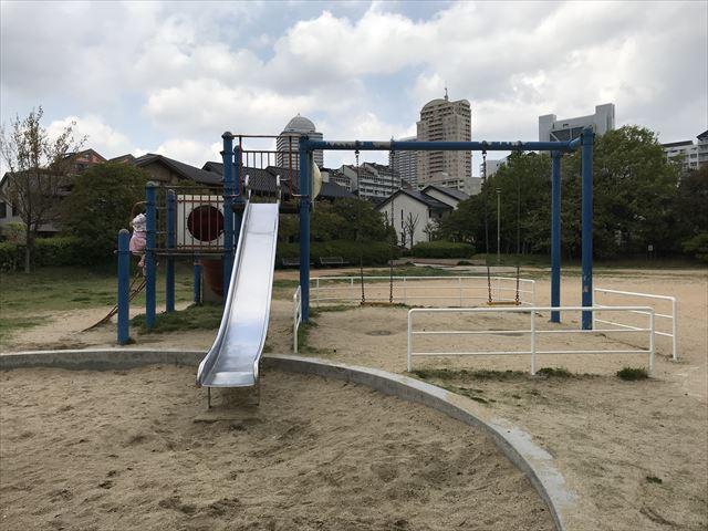 六甲アイランド「向洋町中六丁目公園」滑り台とぶらんこ