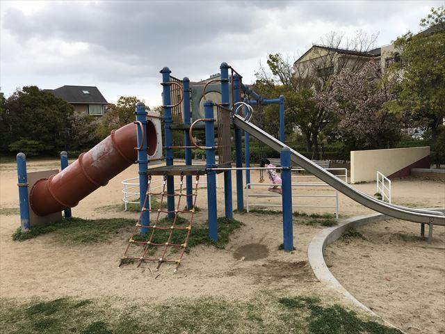 六甲アイランド「向洋町中六丁目公園」複合遊具の縄はしご