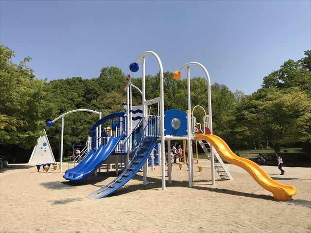 錦織公園「水辺の里」にある「水辺のちゃぷちゃぷダンス」という遊具