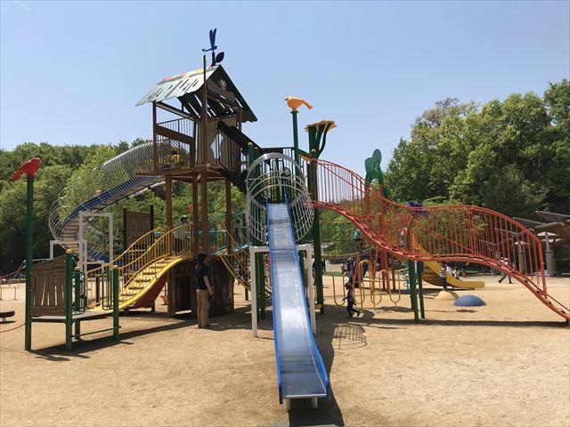錦織公園「水辺の里」アスレチック型大型複合遊具、色々な仕掛けがある