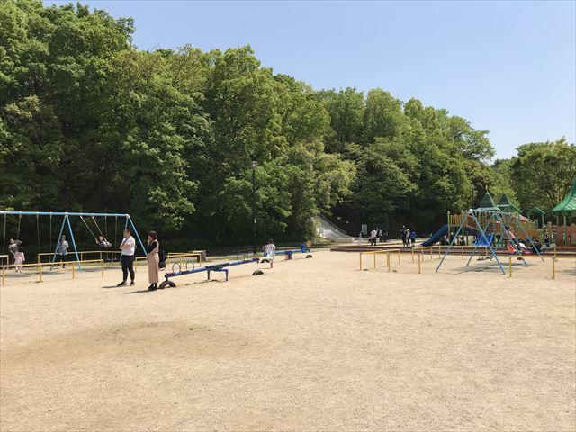 錦織公園「水辺の里」ぶらんこ
