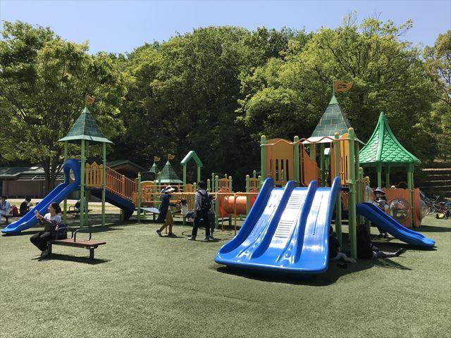 錦織公園「水辺の里」にある「冒険とりで」という遊具