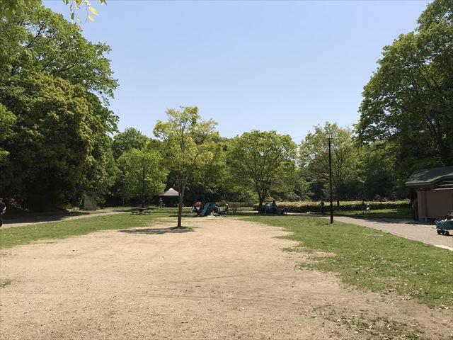 錦織公園「水辺の里」日陰がたくさんある様子