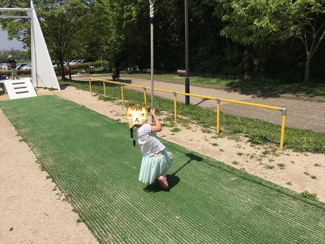 錦織公園「水辺の里」ターザンロープ