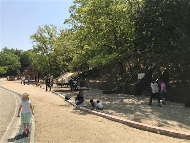 錦織公園「やんちゃの里」滑り台と砂場