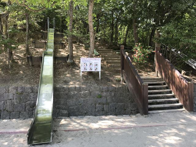 錦織公園「やんちゃの里」ちびっこ滑り台とのっぽ滑り台
