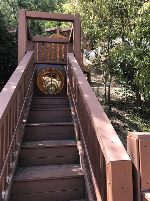 錦織公園「やんちゃの里」の「やんちゃの砦」丘の上に行く階段