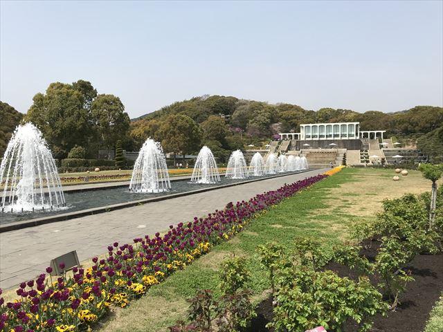 須磨離宮公園の噴水広場と花壇