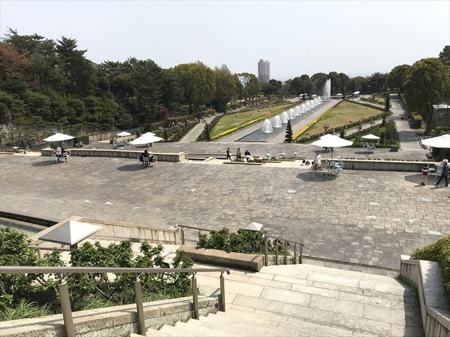 須磨離宮公園の上から噴水広場を見下ろした様子