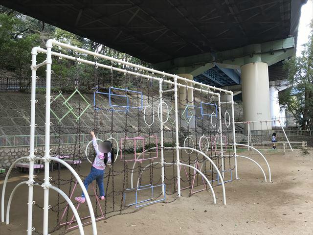 須磨離宮公園「児童公園」、変わった形をしたジャングルジム