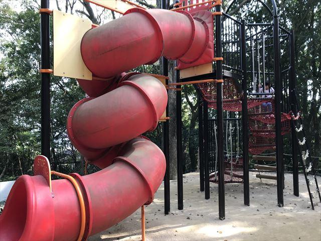 須磨離宮公園のアスレチック、回転滑り台