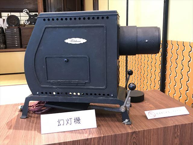 NHK大阪放送局で展示された「まんぷく」幻灯機