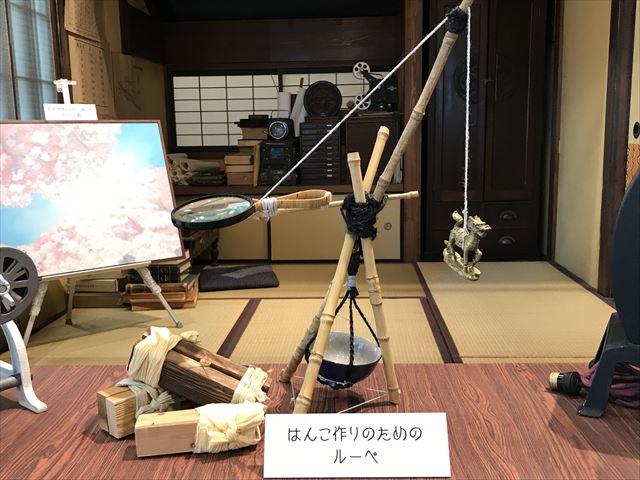 NHK大阪放送局で展示された「まんぷく」はんこ作りのためのルーペ