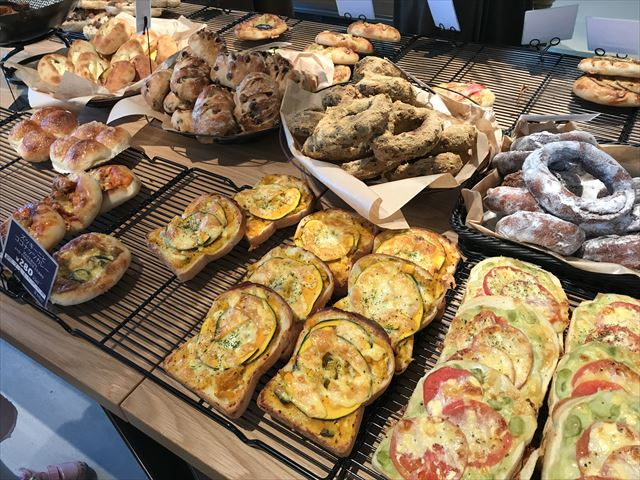 パン屋「R Baker大阪城公園店」調理パンの様子