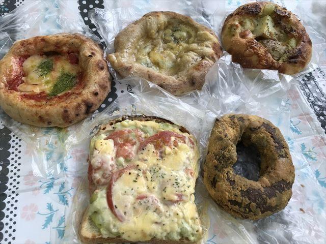 パン屋「R Baker大阪城公園店」で買ったパン5つ