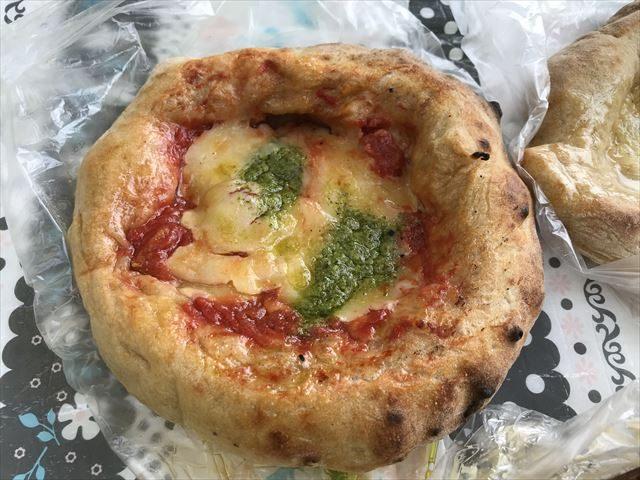 「R Baker大阪城公園店」で買ったピザパン