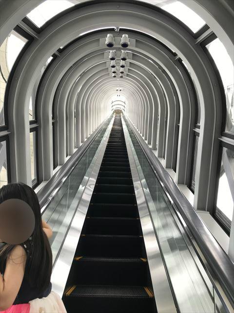 梅田スカイビル「空中庭園」39階に繋がるエスカレーター