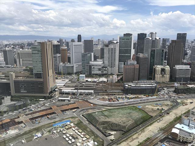 梅田スカイビル「空中庭園」展望フロアーから見た梅田北再開発の様子