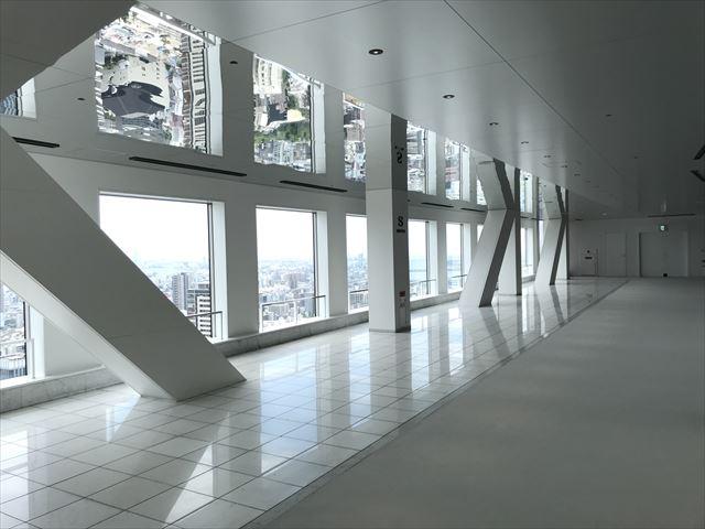 梅田スカイビル「空中庭園」展望フロアーの様子