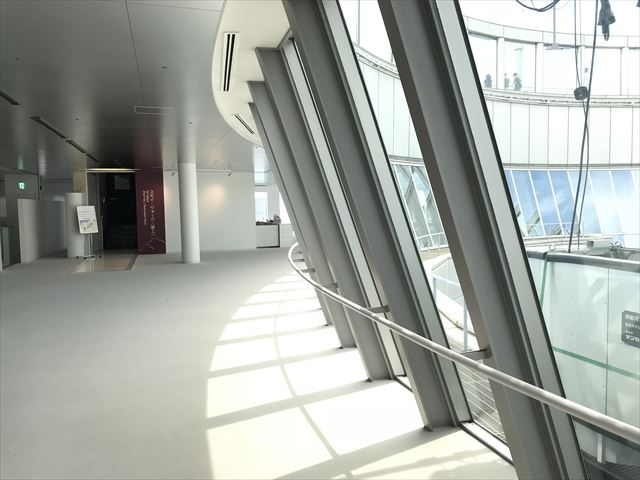 梅田スカイビル「空中庭園」屋上に行く入口
