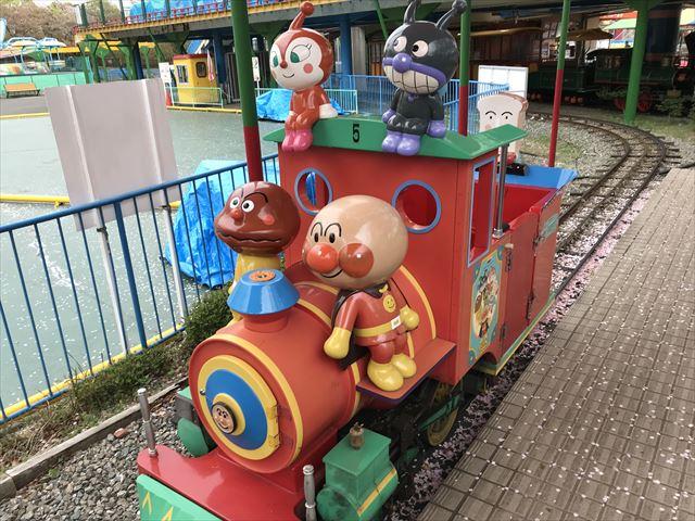 神戸王子動物園遊園地「キャラクターバッテリーカー」アンパンマンの乗り物