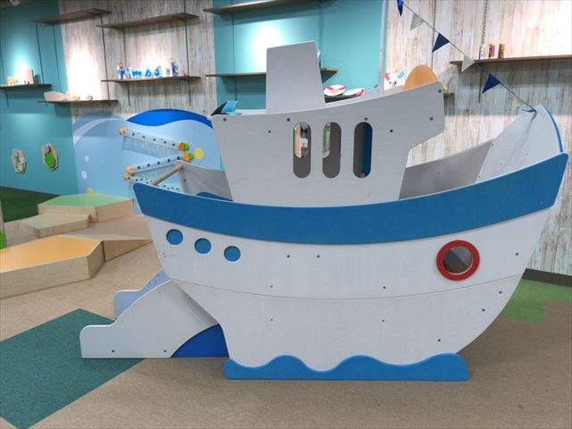 「アネビートリムパーク神戸」船の遊具