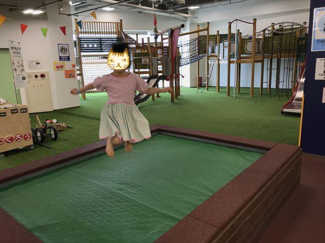 「アネビートリムパーク神戸」トランポリン