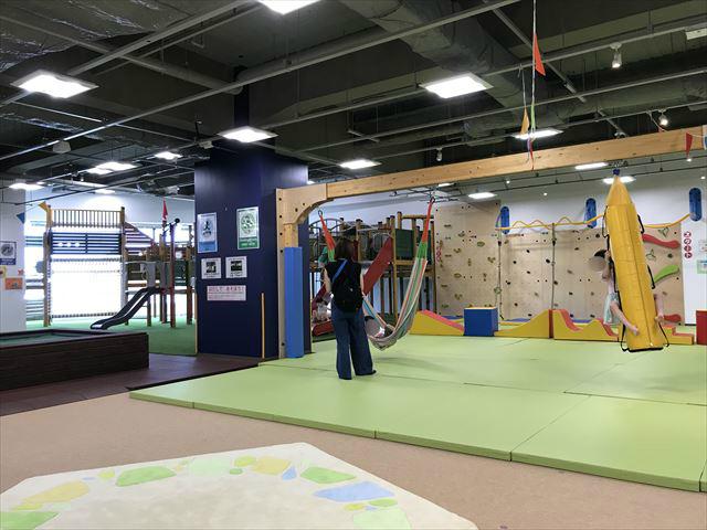 「アネビートリムパーク神戸」ハンモックとぶら下がる遊具