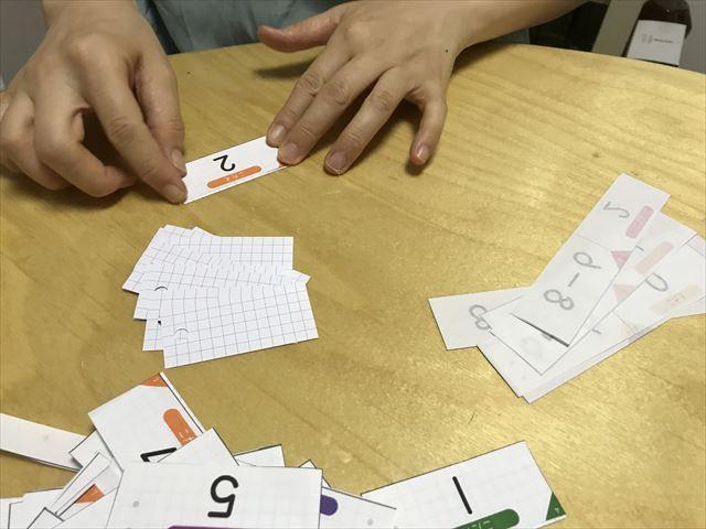 「ぷりんときっず」の計算カードを自作。線に沿って折る