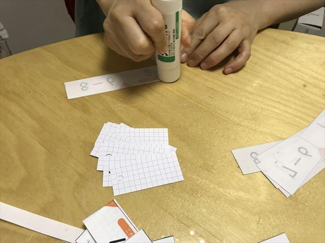 「ぷりんときっず」の計算カードを自作。糊をつける