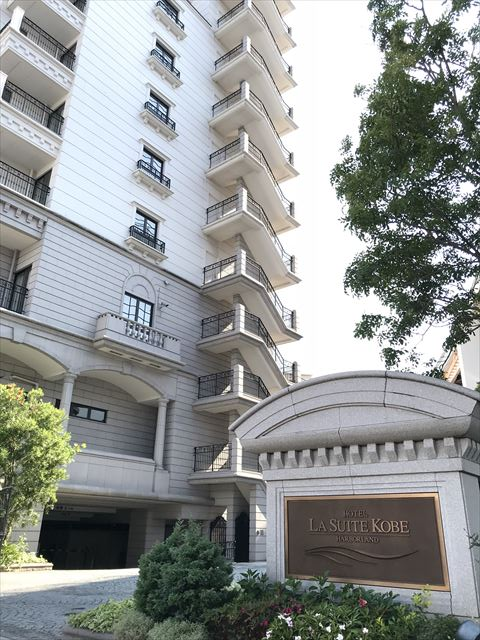 「ホテルラスイート神戸ハーバーランド」入口