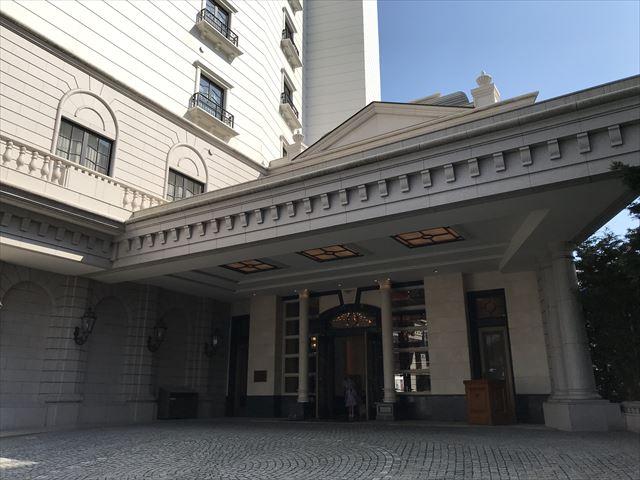 「ホテルラスイート神戸ハーバーランド」入口ドア前