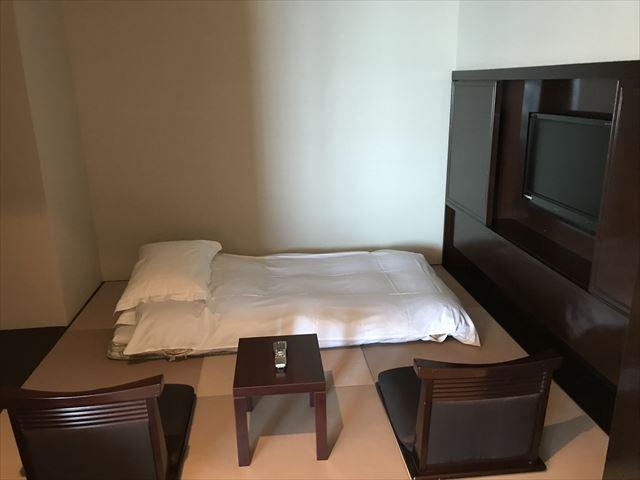 「ホテルラスイート神戸ハーバーランド」エグゼクティブスーペリアダブル。和室に布団が敷かれているの様子