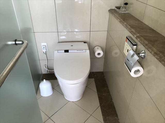 「ホテルラスイート神戸ハーバーランド」エグゼクティブスーペリアダブル(和室あり)。トイレ。