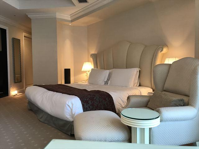 「ホテルラスイート神戸ハーバーランド」エグゼクティブスーペリアダブル(和室あり)ベッド付近の様子