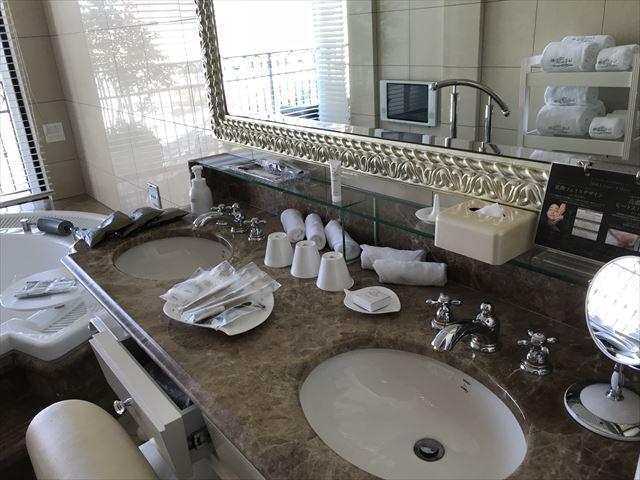 「ホテルラスイート神戸ハーバーランド」エグゼクティブスーペリアダブル(和室あり)。広い洗面所