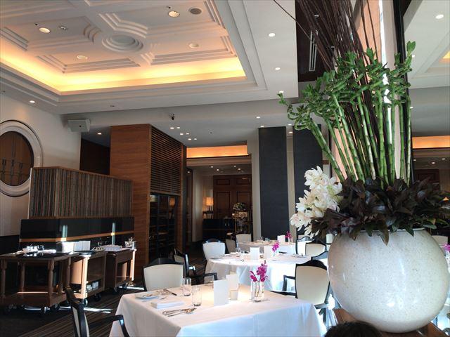 「ホテルラスイート神戸ハーバーランド」エグゼクティブスーペリアダブル(和室あり)。1階ルクールの座席