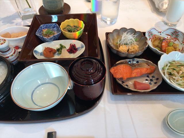 「ホテルラスイート神戸ハーバーランド」エグゼクティブスーペリアダブル(和室あり)。朝食(和食)の内容。