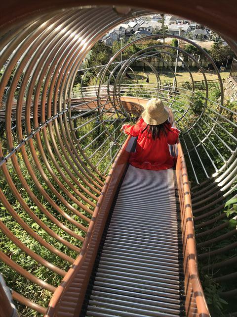 枚岡公園「森のおもちゃ箱」にあるローラー滑り台