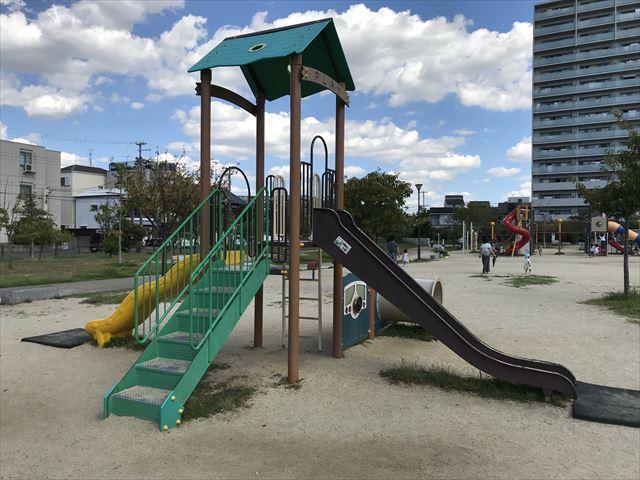 鳳公園のミニ滑り台