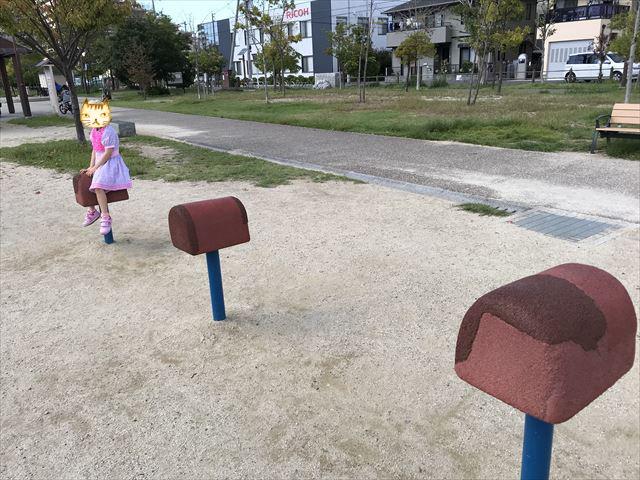 鳳公園の複合遊具「跳び箱」