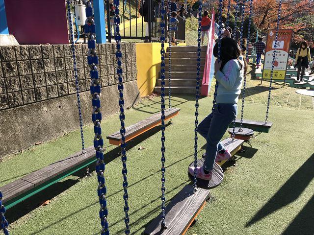「ひらかたパーク」アスレチック「グラゴマス」で遊ぶ娘