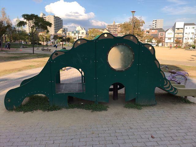 「水笠通公園」恐竜の遊具