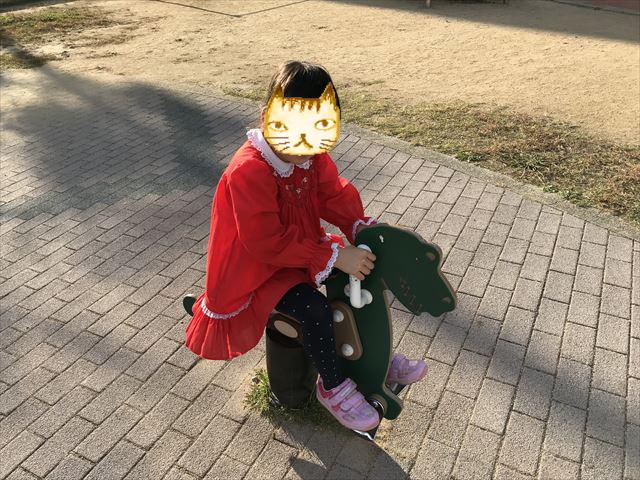 「水笠通公園」前後に移動する動物の乗り物