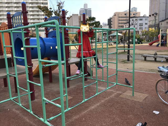 「水笠通公園」複合遊具、ジャングルジムのようなハシゴ