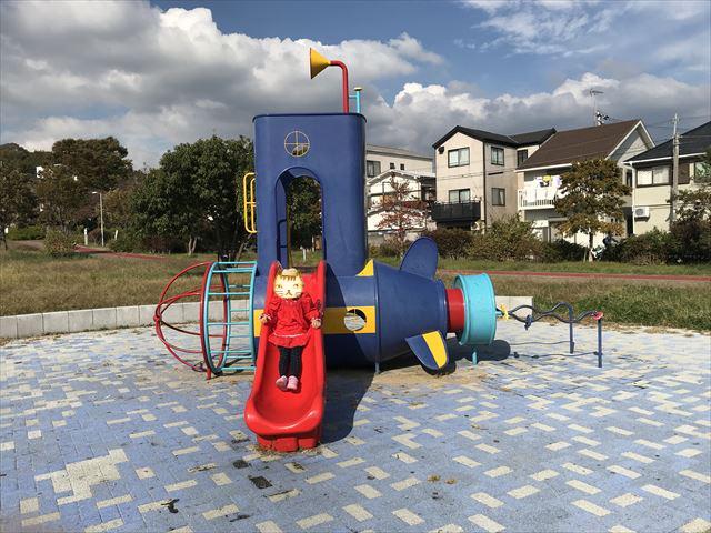 「西代蓮池公園」潜水艦の形をした遊具