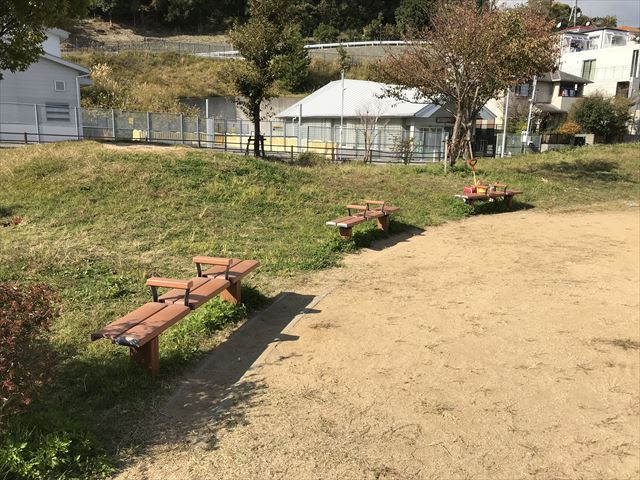 「西代蓮池公園」ベンチ