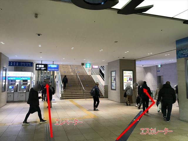 天王寺地下1階のエスカレーターとエレベーター
